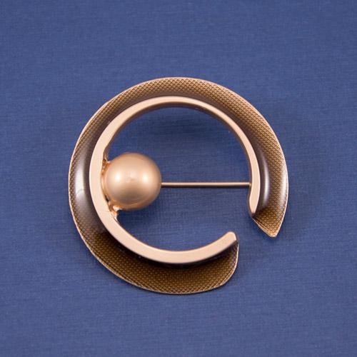Брошь БРМ-4526 коричневая